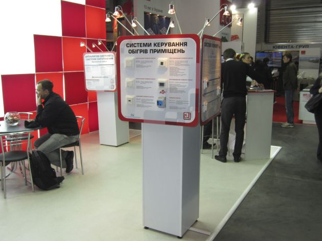 Поворотная стойка с подсветкой для образцов продукции, 2012