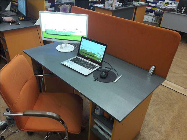 Офисный стол с тканевой перегородкой, 2017